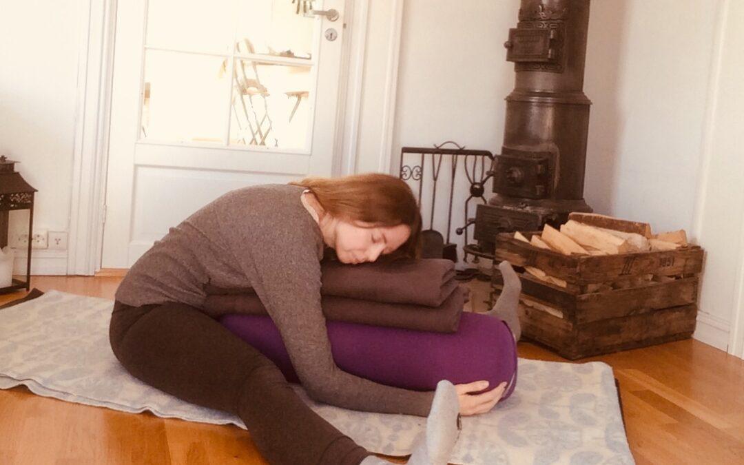 Restorative Yoga – en guide til utstyr for å praktisere hjemme